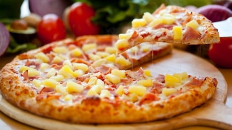 Saucy Canadians send pineapple pizzas to Icelands president after anti-fruit comments