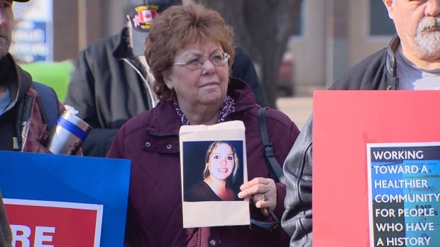 Faye Gray holds a photo of her daughter, Lindsey, who died of a drug overdose in Nov. 2015. Gray attended a rally in Edmonton on Tuesday advocating for the Canadian government to revise its approach to the opioid crisis.
