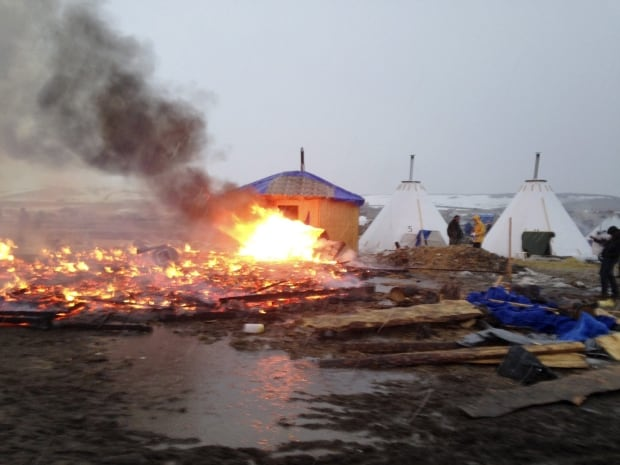 dakota-access-standing-rock-deadline-ceremonial-fire