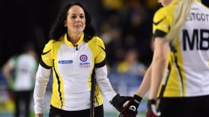 Manitoba's Michelle Englot hands Rachel Homan 1st loss at Scotties