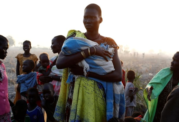 south-sudan-famine-weeds-un-mother