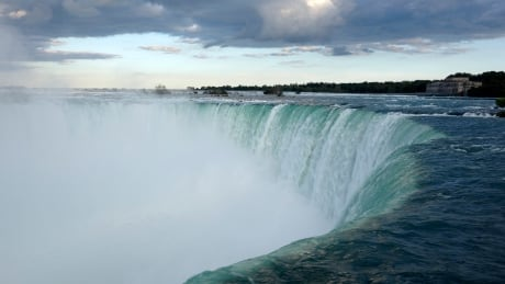 Daredevil plans to dangle by her teeth over Niagara Falls