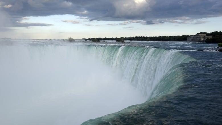 Niagara Falls tourism fee called 'ridiculous' as some businesses make it mandatory