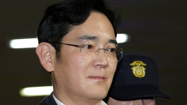 S.Korean prosecutors to indict Samsung heir, executives on bribery charge