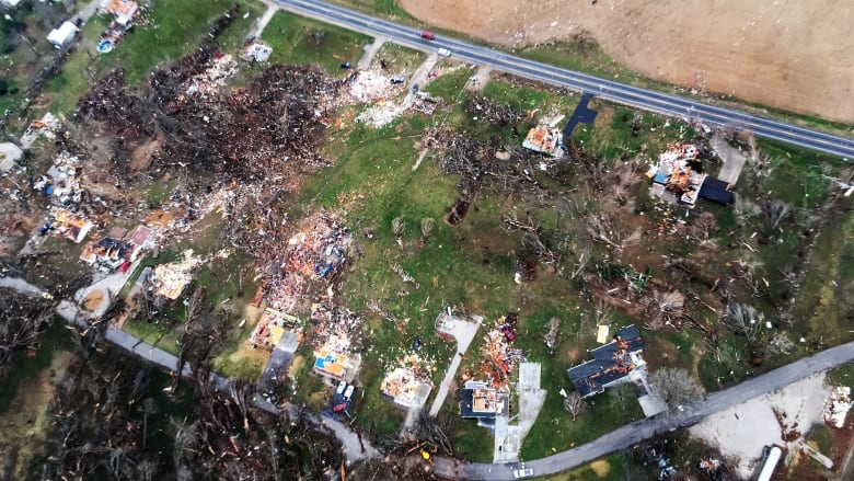 Storms, rare winter tornadoes kill 2 in U S  Midwest | CBC News