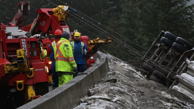 semi truck crash manning park highway 3