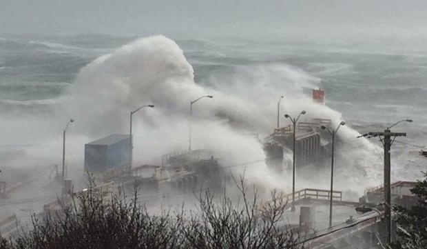 Bell Island waves crashing wind