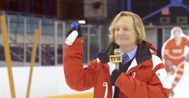 Jonathan Torrens hosts THE FANTASTIC HOUR