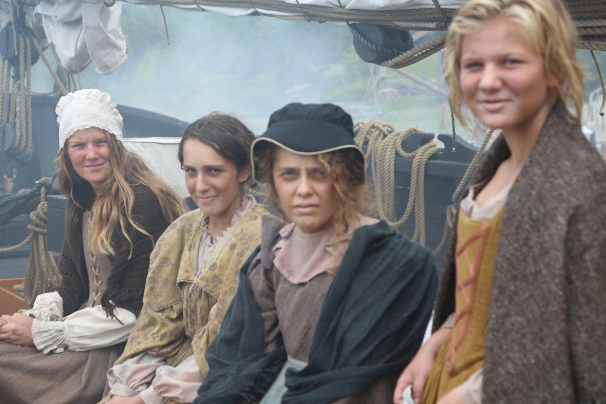 Примерно 800 женщин, в основном из беднейших слоев населения Франции, приехали в Новую Францию в период с 1663 по 1673 годы