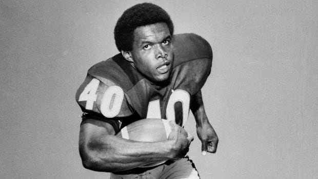 Former Bears running back Gale Sayers, who is regarded as one of the greatest players in NFL history, is battling dementia. The 73-year-old piled up 4,956 yards rushing in his 68-game career and was voted to four Pro Bowls.