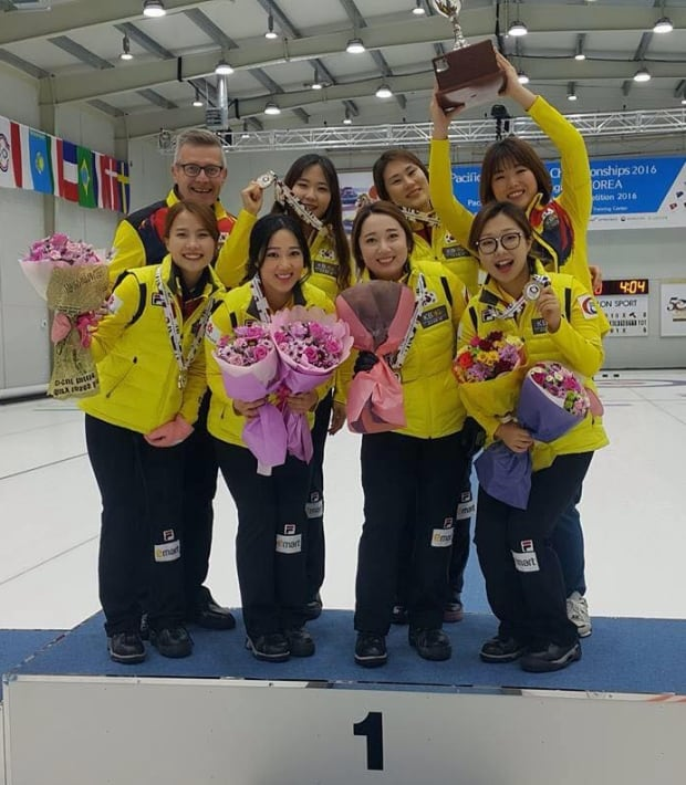 Peter Gallant with South Korea women's curling team