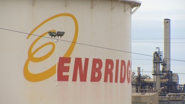Oil leaked from an Enbridge storage facility in Strathcona County into a storm pond and a nearby creek, the National Energy Board reported Monday.