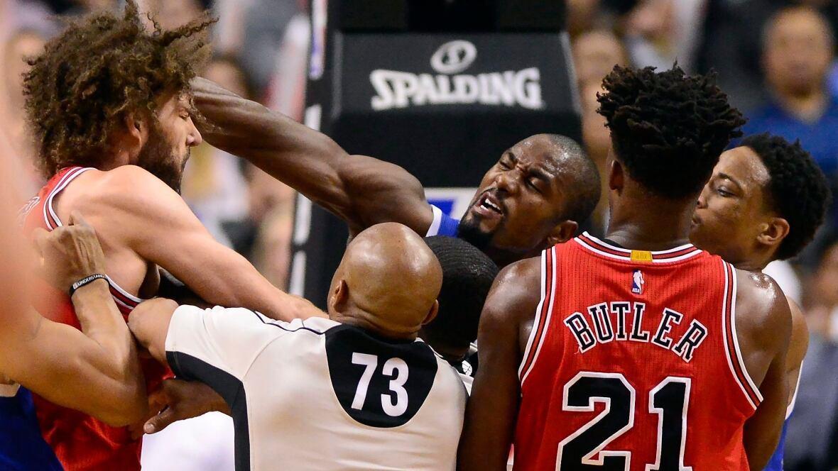 Aptopix-bulls-raptors-basketball