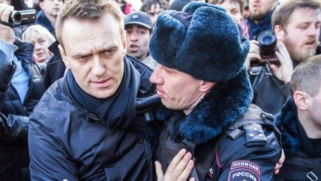 https://i.cbc.ca/1.4042002.1490581879!/fileImage/httpImage/image.jpg_gen/derivatives/16x9_460/russia-protest.jpg