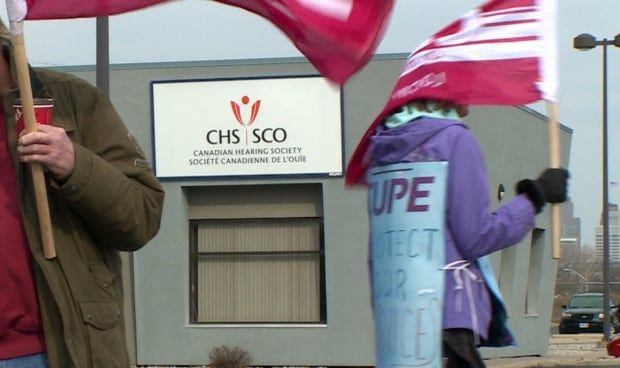 CUPE 2073 picket outside Windsor CHS office