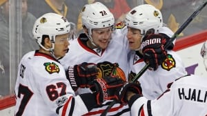 Blackhawks' 4-goal 1st period overwhelms Penguins