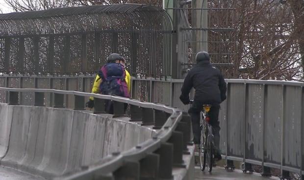 Jacques Cartier bridge cyclists