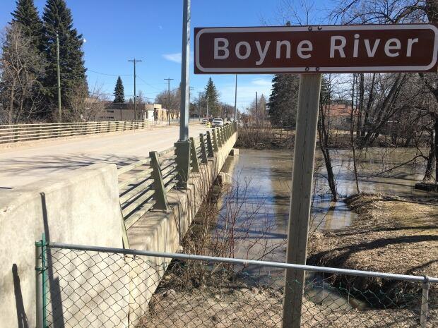 Boyne River flooding in Carman