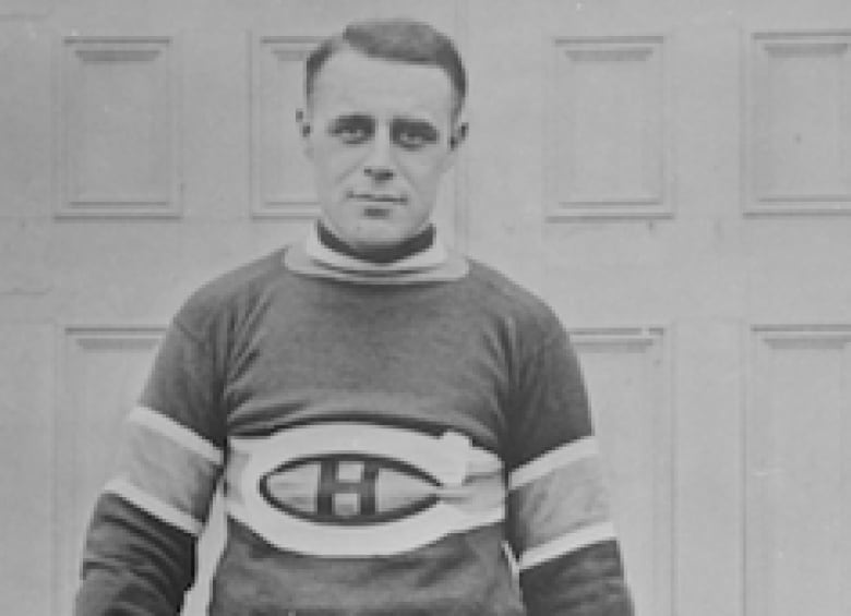 Joe Malone of the Montreal Canadiens has been credited with scoring the  NHL s first natural hat trick — three consecutive goals — on Dec. b66d620f8