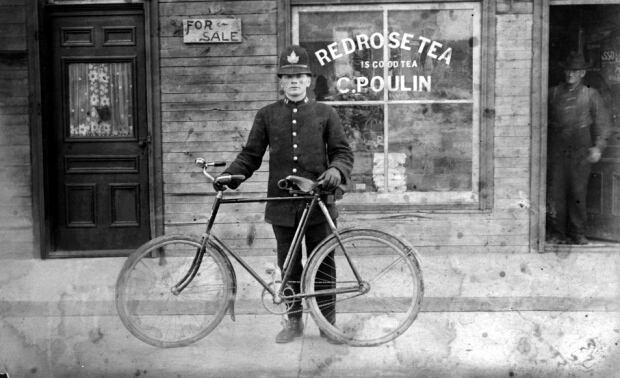 1896 Ottawa Police officer 324 Rochester St Ottawa