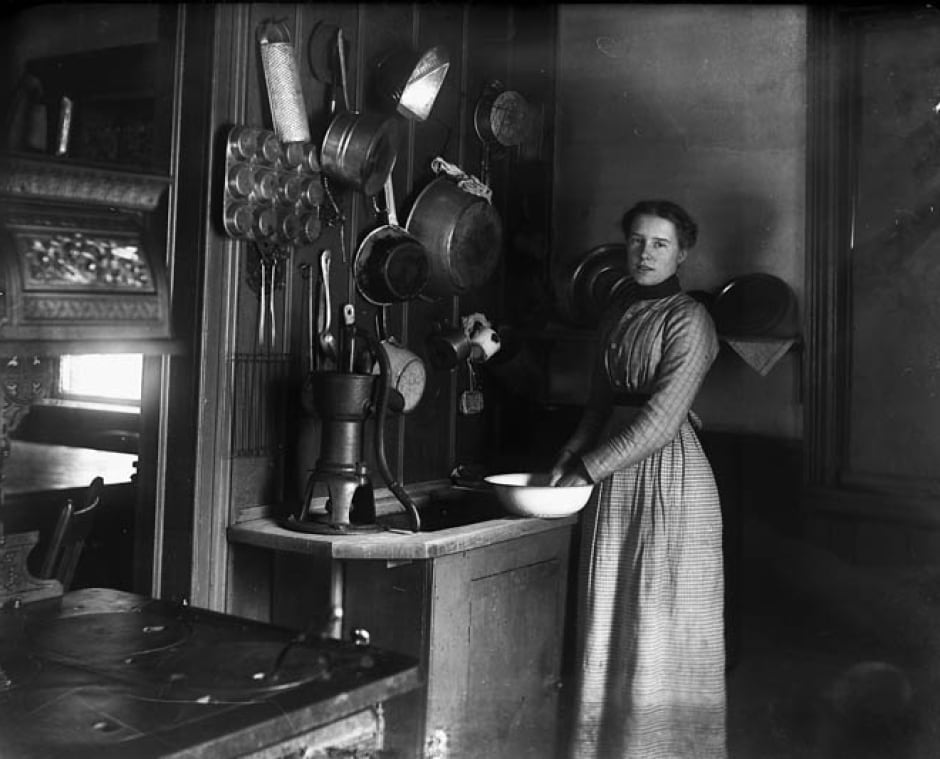 Alice Steele in Ottawa kitchen 1901