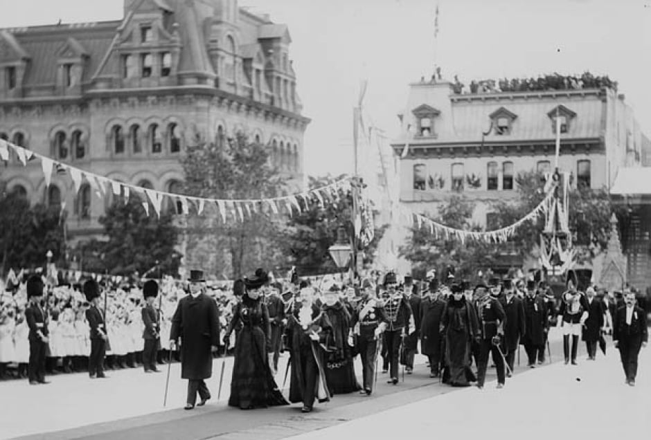 Duke and duchess of cornwall  and york visit ottawa parliament hill 1901