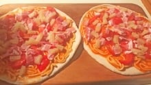 Tinned spaghetti Hawaiian pizza