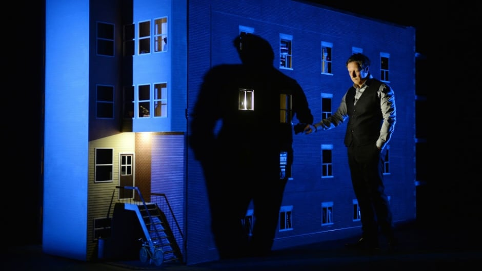 In his one-man show, titled 887, Robert Lepage recalls memories of growing up in Quebec City during a time of social and political unrest.