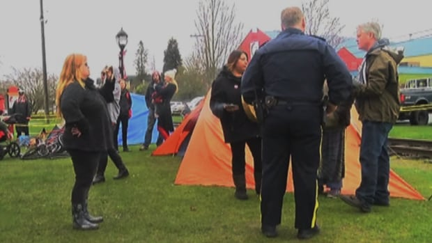 City officials speak with homeless campers at a park in Duncan, B.C.