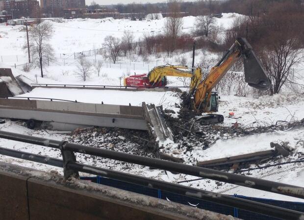 Bridge collapse LRT