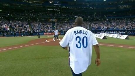 Tim Raines and Roberto Alomar combine for HOF-worthy ceremonial pitch