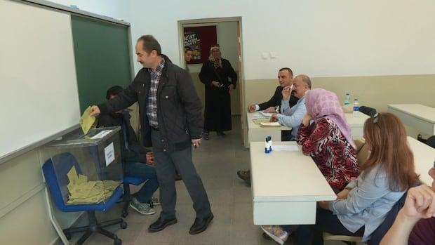 Turkish referendum voting