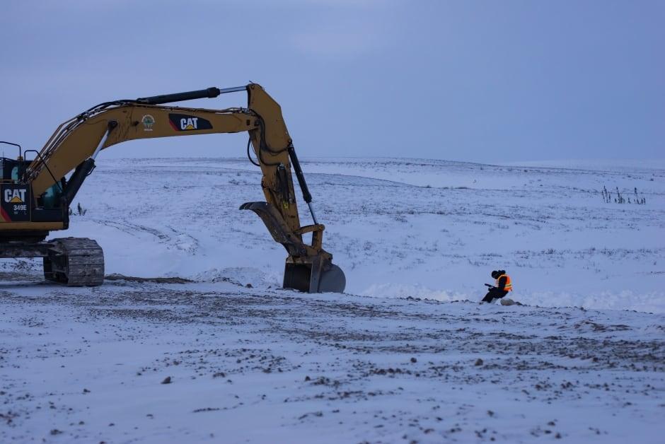 Construction work on Inuvik-Tuktoyaktuk Highway