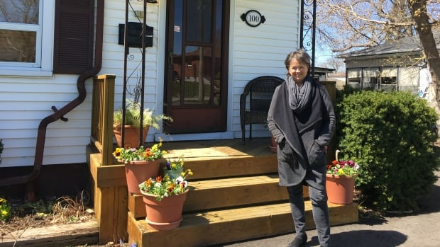 Scarborough homeowner Marni Blouin listed her house for $629,000 in early April. She and her husband received an offer for $850,000 within hours, and ultimately sold the home for $875,000.