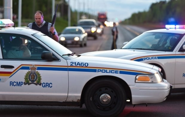 rcmp shooting barricade