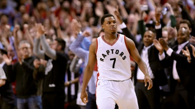 Milwaukee Bucks rout Raptors 104-77 to take Game 3