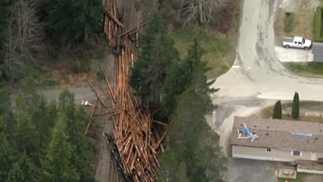 Residents of Woss, B.C. remember derailment deaths on National Day of Mourning
