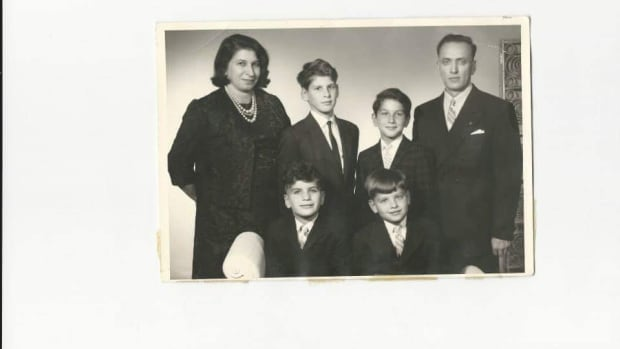 Ernest Schleichorn's sole family members were his parents and his brothers. All of his cousins, aunts and uncles were killed during the Second World War.
