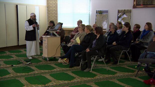 Mosque open-house Saskatoon