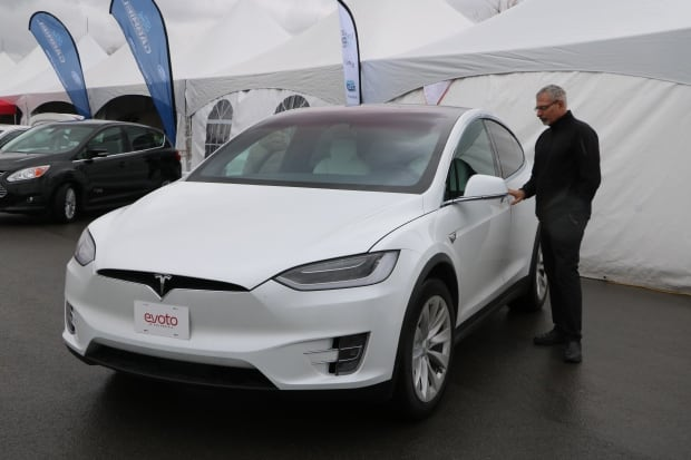 Montrealers Surge Toward Electric Cars Montreal Cbc News