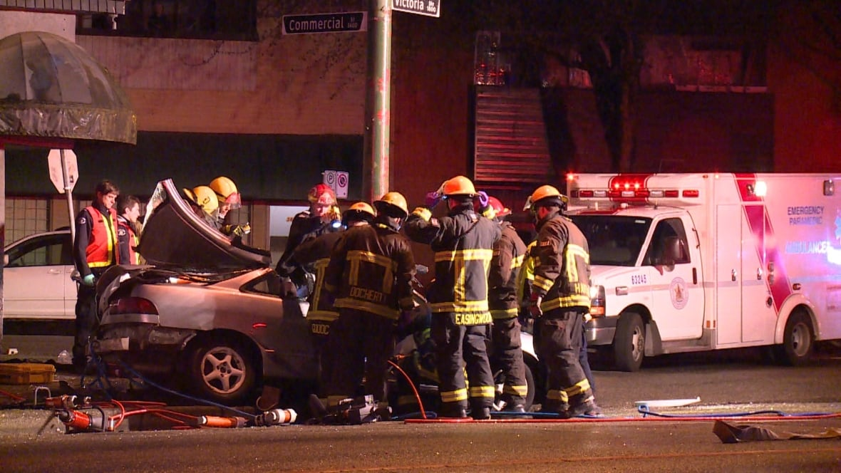 Driver dies in early morning crash in East Vancouver