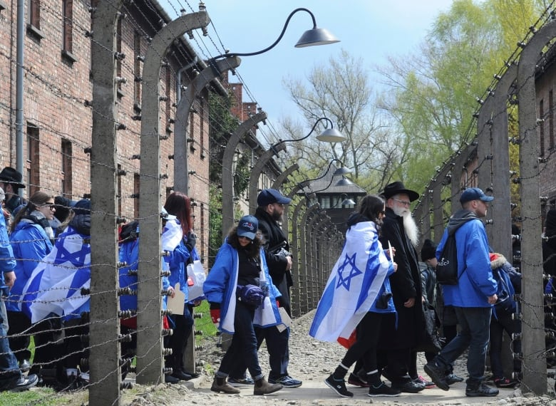 Thousands gather at Auschwitz for Holocaust memorial