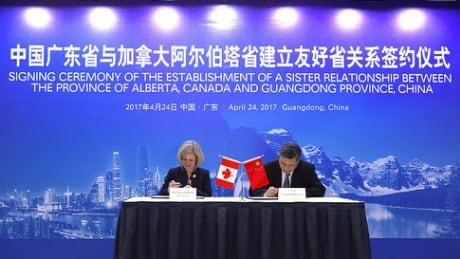 Alberta Premier Rachel Notley signs agreement with Ma Xingrui, Governor of Guangdong China