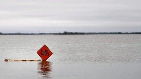 1997 manitoba flood waters sign