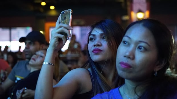 'Democracy as we know it is dead': Filipino journalists fight fake news | CBC News