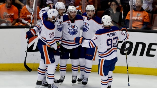 Silfverberg scores 2, Ducks beat Oilers 6-3 in Game 3