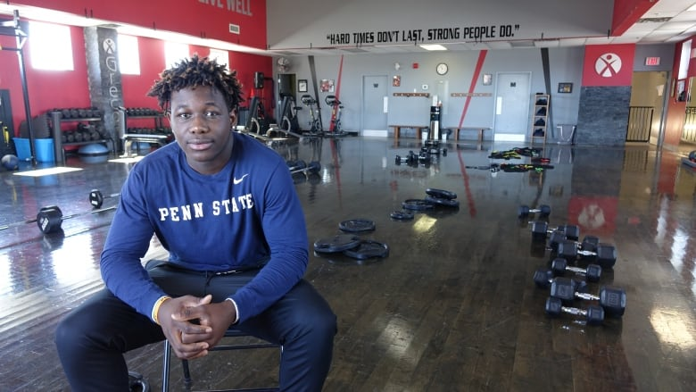 Fully committed: U S  colleges rush to woo Ottawa football phenom