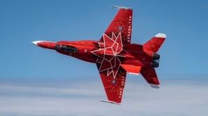 CF-18 flies over Montreal, scares the daylights out of some