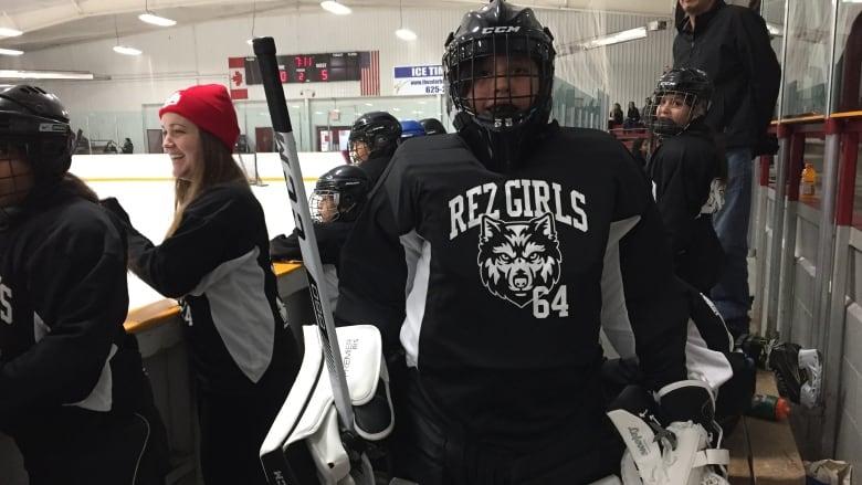 Fundraiser Sends Eabametoong Girls Hockey Team To See Ottawa