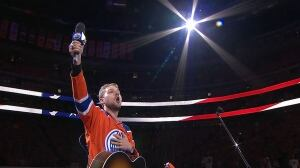 Oilers fans step up when mic fails during 'Star-Spangled Banner'